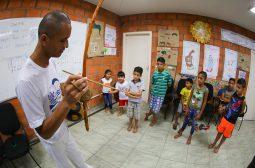 Governo do Amazonas promove aulas gratuitas de capoeira no Prosamim