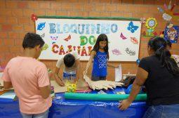 CARNAVAL 2018 – Crianças do Prosamim fazem fantasias de materiais reciclados