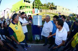 Governador Amazonino entrega nova área de lazer para moradores do bairro São Raimundo