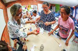 Oficina 'Do lixo ao luxo' capacita moradores do Prosamim para a reutilização de materiais recicláveis